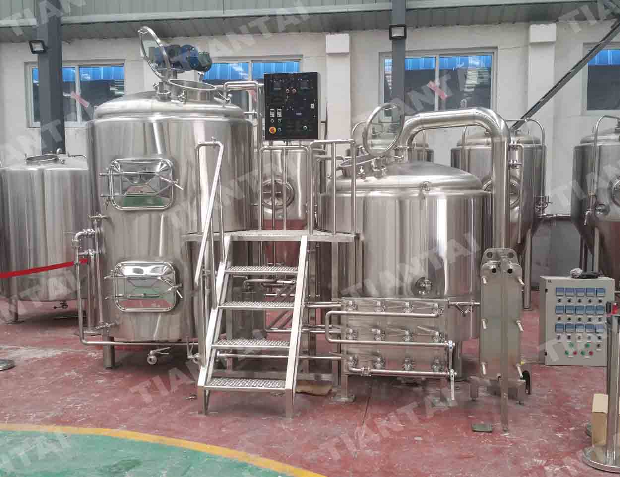 <b>10 HL Stainless steel brewhouse</b>