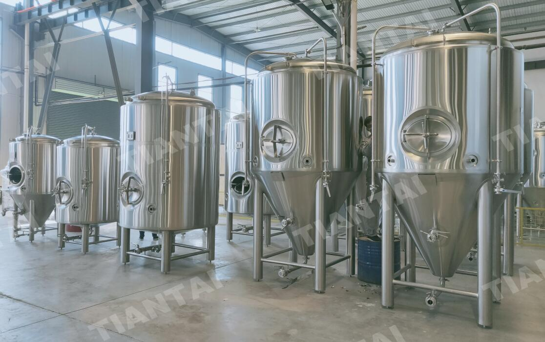 <b>20 hl Conical beer fermenters being shipped to France</b>