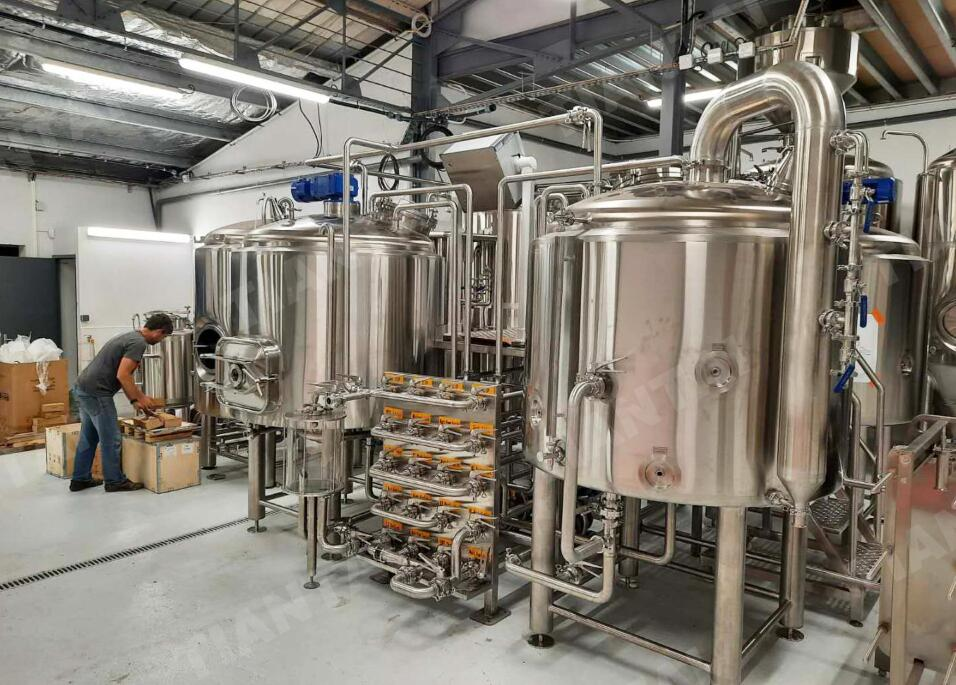 <b>10hl Micro beer brewery under installation in New Caledonia</b>