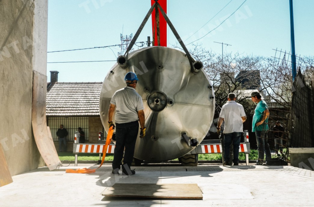 <b>6000L Commercial Beer Brewery Arrived in Argentina</b>