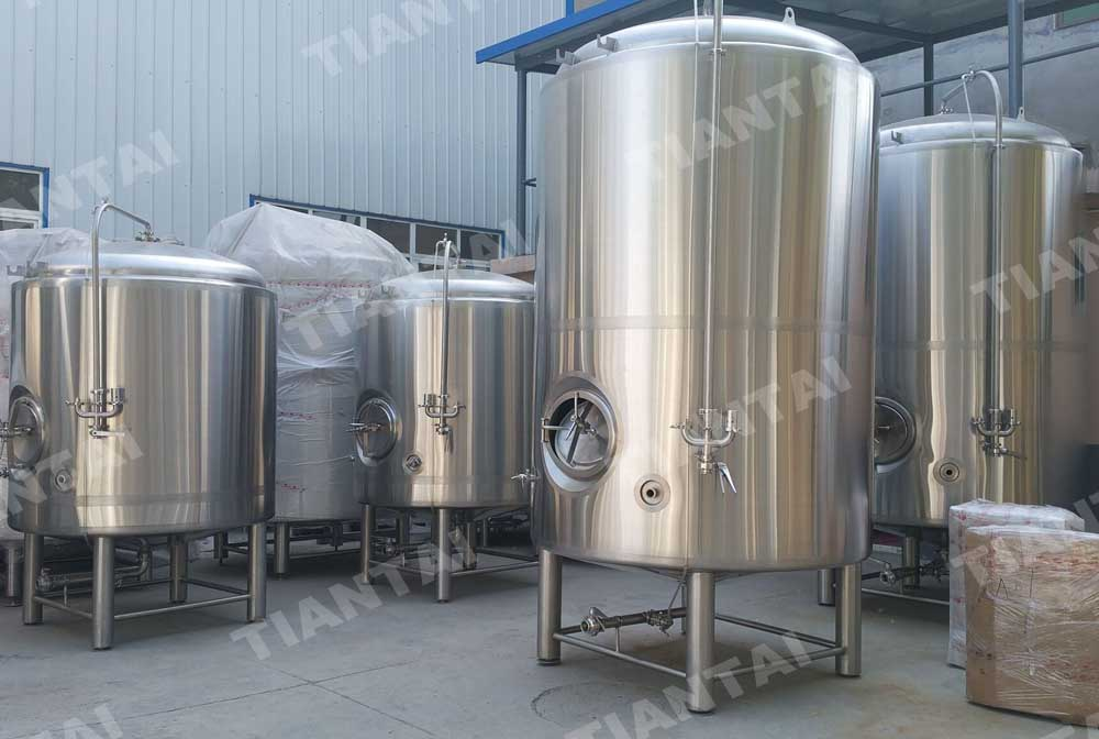 <b>120HL Double wall bright beer tank</b>