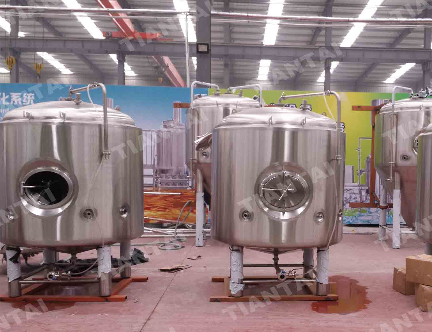 <b>15HL Double wall bright beer tank</b>
