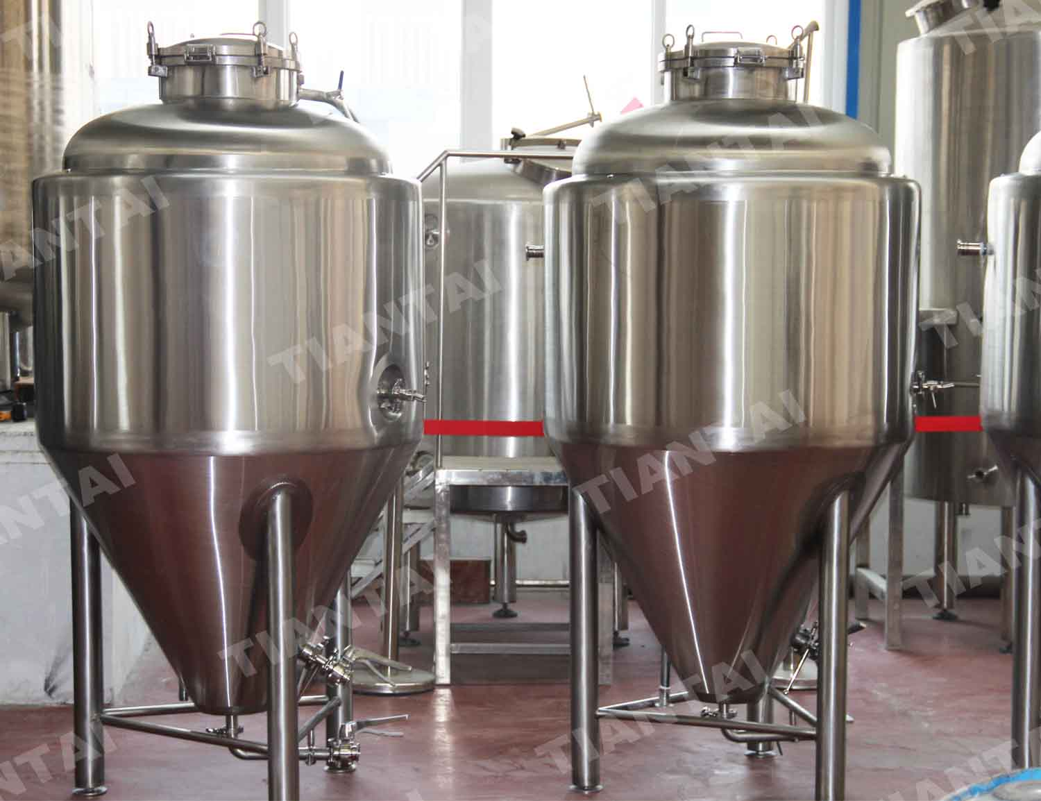 <b>200L Jacketed conical fermenter</b>