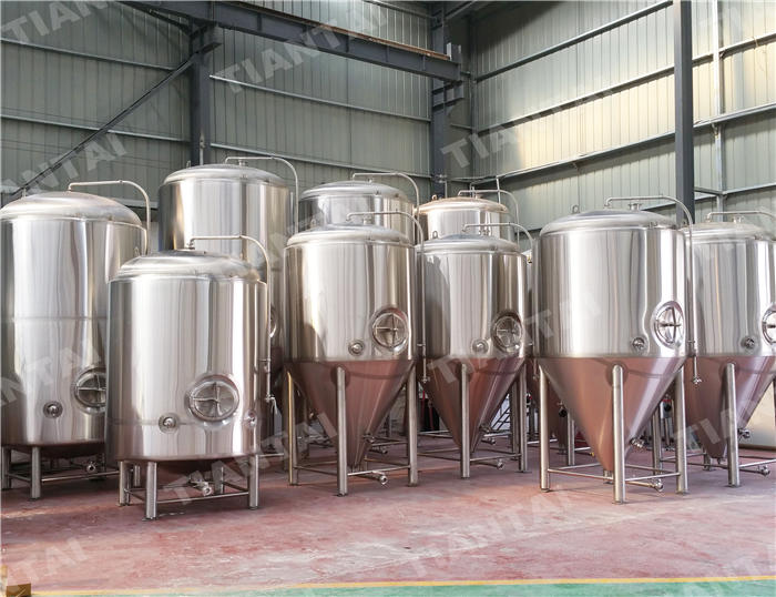 <b>30bbl Jacketed conical fermenter</b>