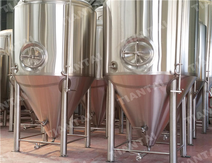 <b>40hl Jacketed conical fermenter</b>