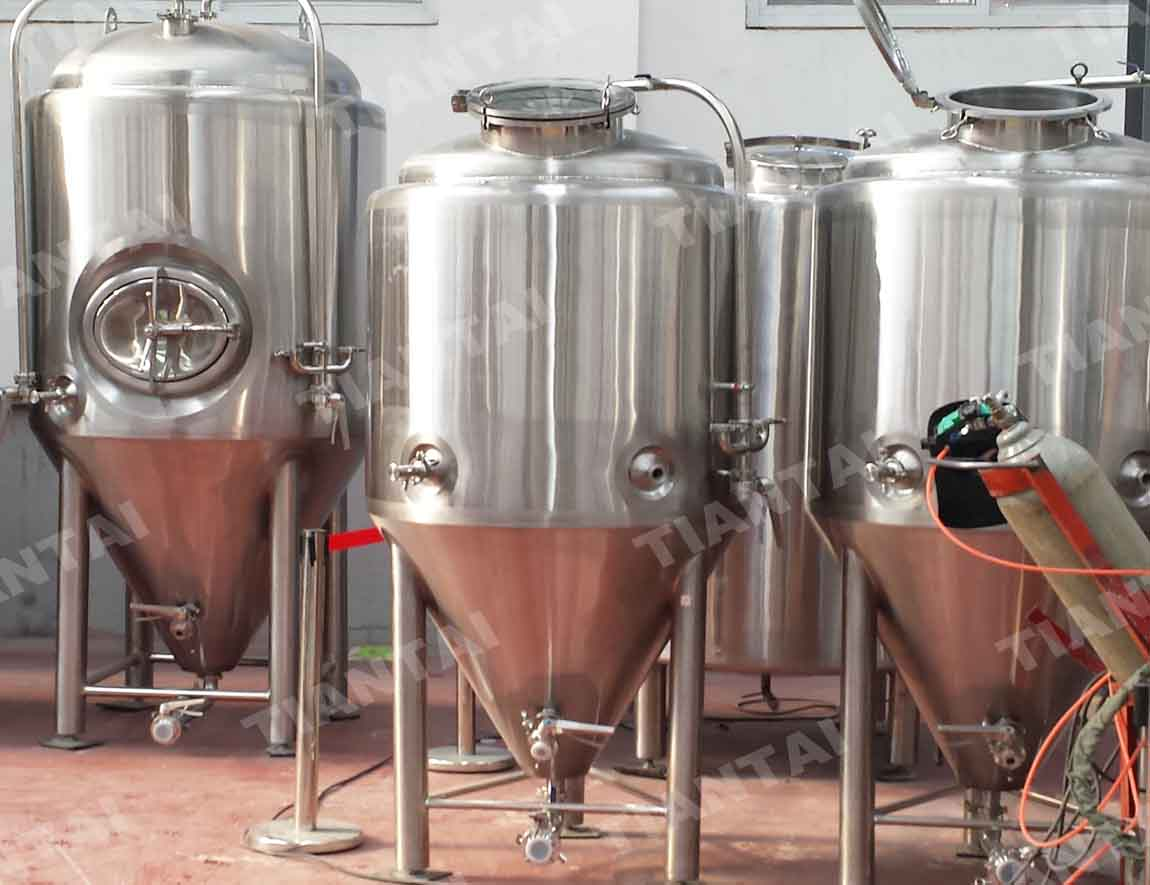 <b>3bbl Jacketed conical fermenter</b>