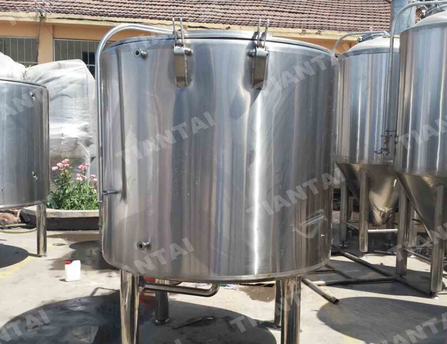 <b>12 HL Open fermenting equipment</b>