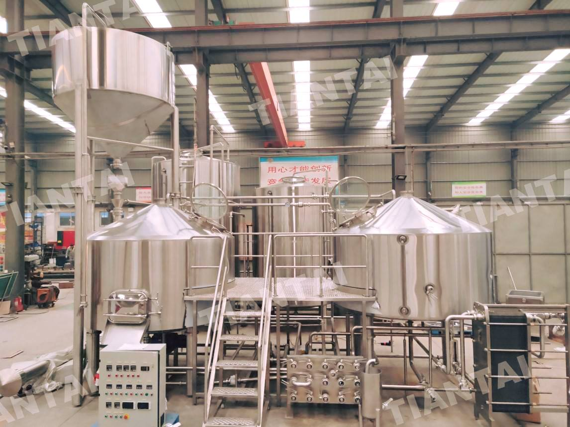<b>4000L brewery equipment is under installation</b>
