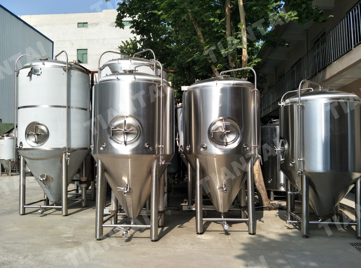 <b>1000L Jacketed Conical Fermenter with New Racking Ram Design</b>