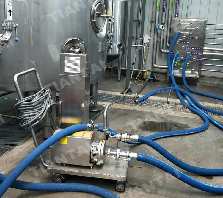 <b>Connection between fermenters and brewhouse</b>
