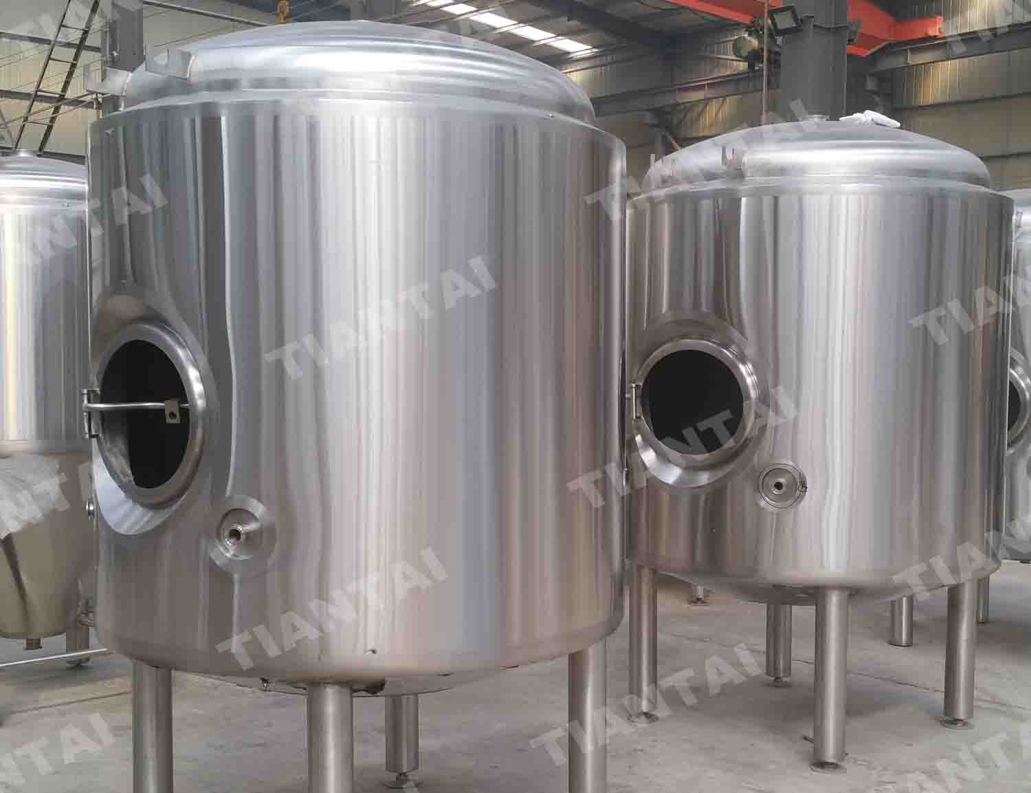 <b>12HL Double wall bright beer tank</b>