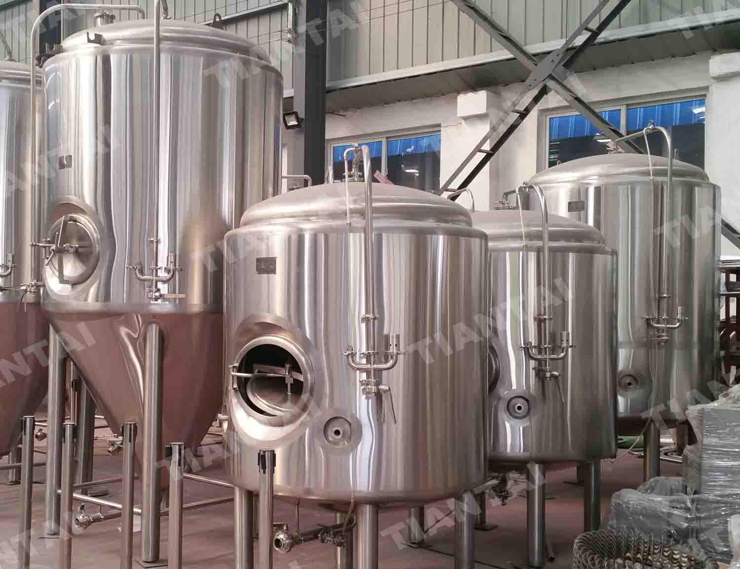 <b>20HL Double wall bright beer tank</b>