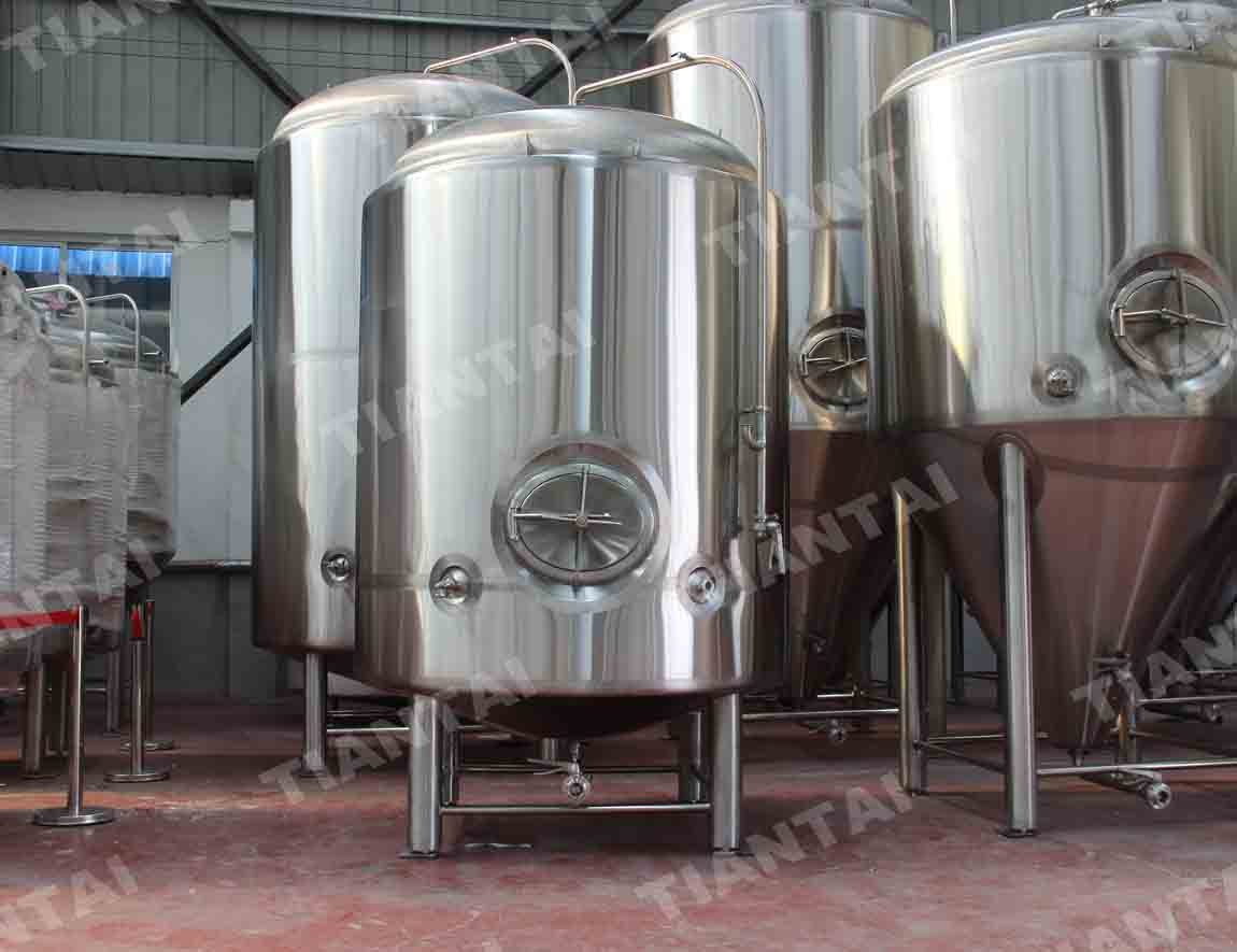 <b>150HL Double wall bright beer tank</b>