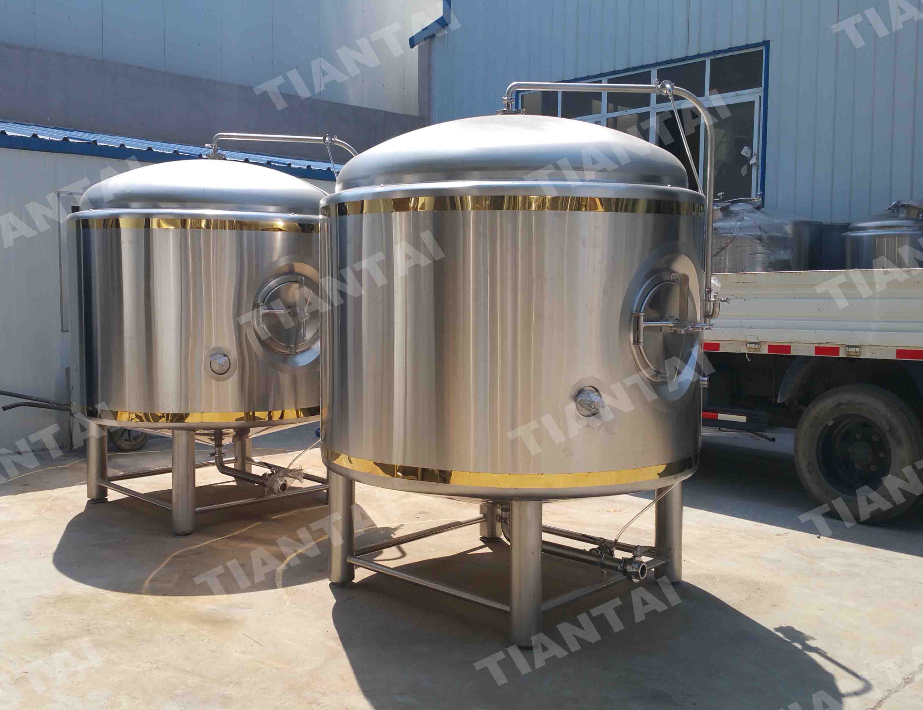 <b>25HL Double wall bright beer tank</b>