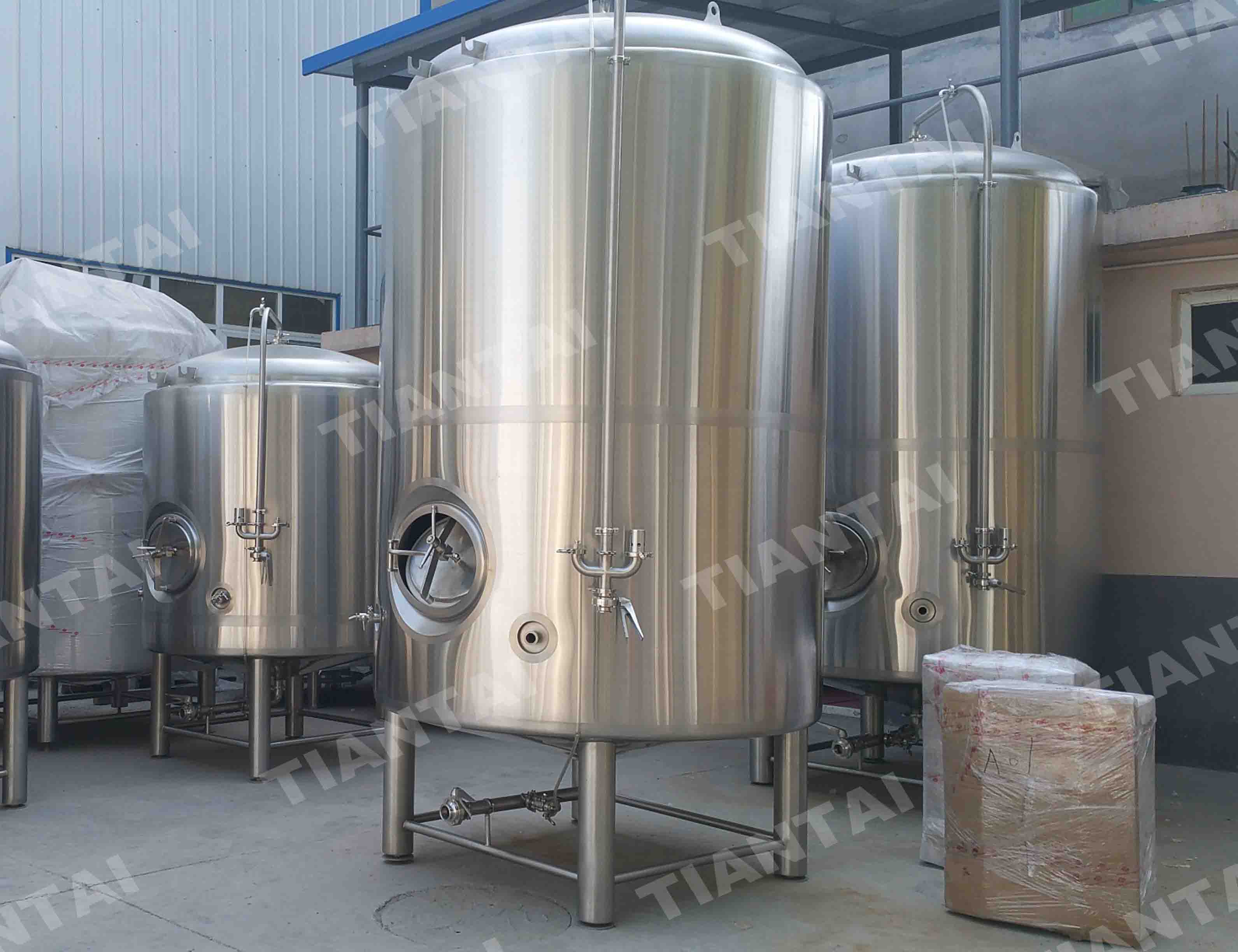 <b>40HL Double wall bright beer tank</b>