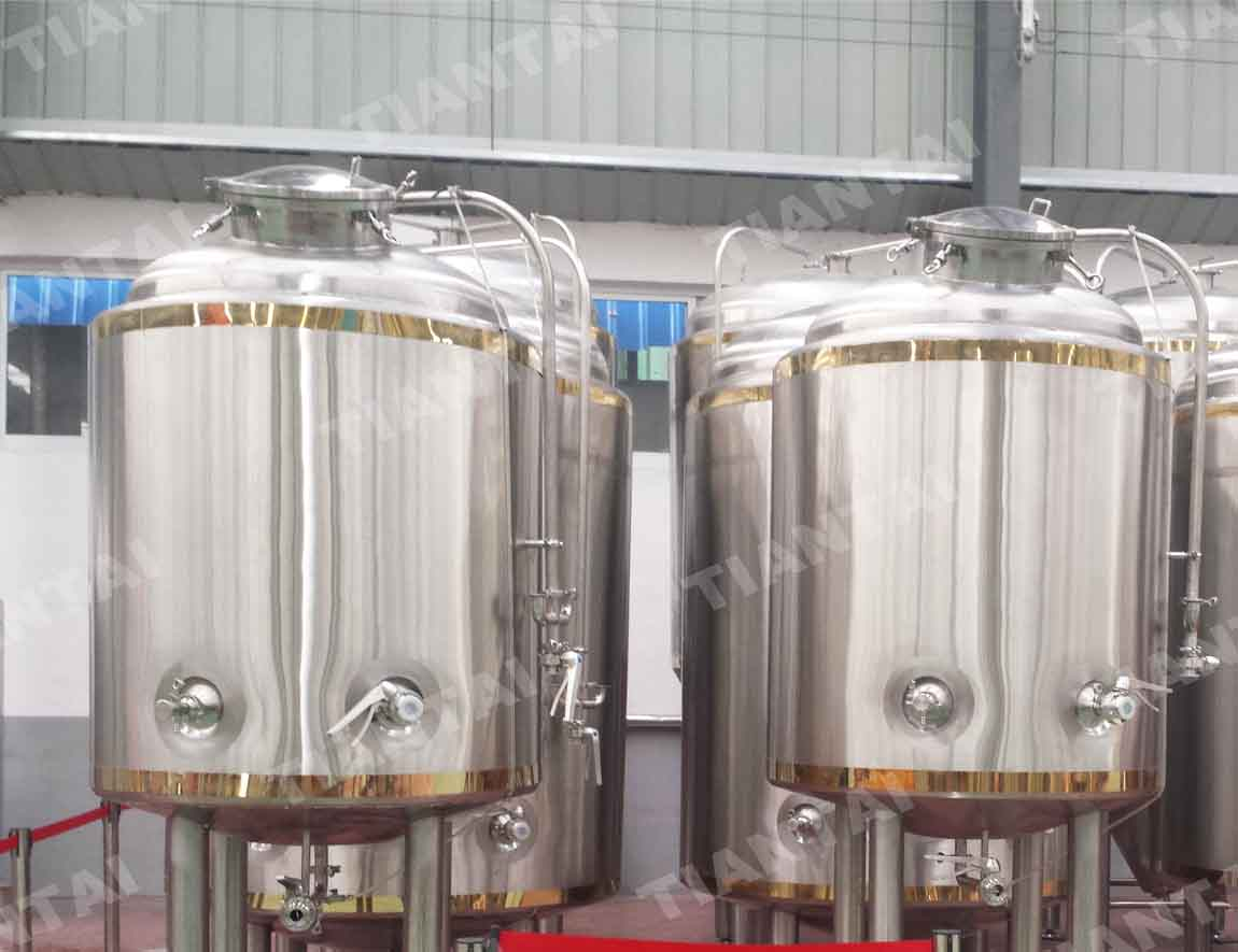 <b>4HL Double wall bright beer tank</b>